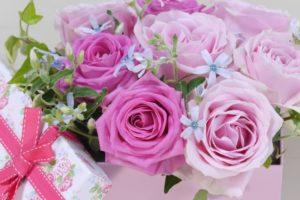プレゼントにぴったりのチョコレートはお花と共にどうぞ