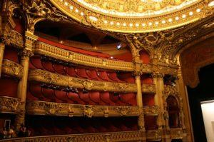 パリのオペラ座の観客席とケーキの姿は似ている!